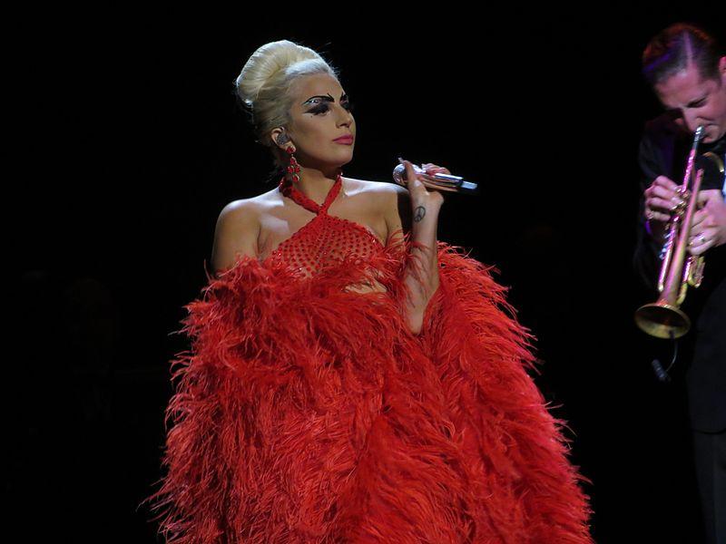 Lejdi Gaga: Na ivici slave