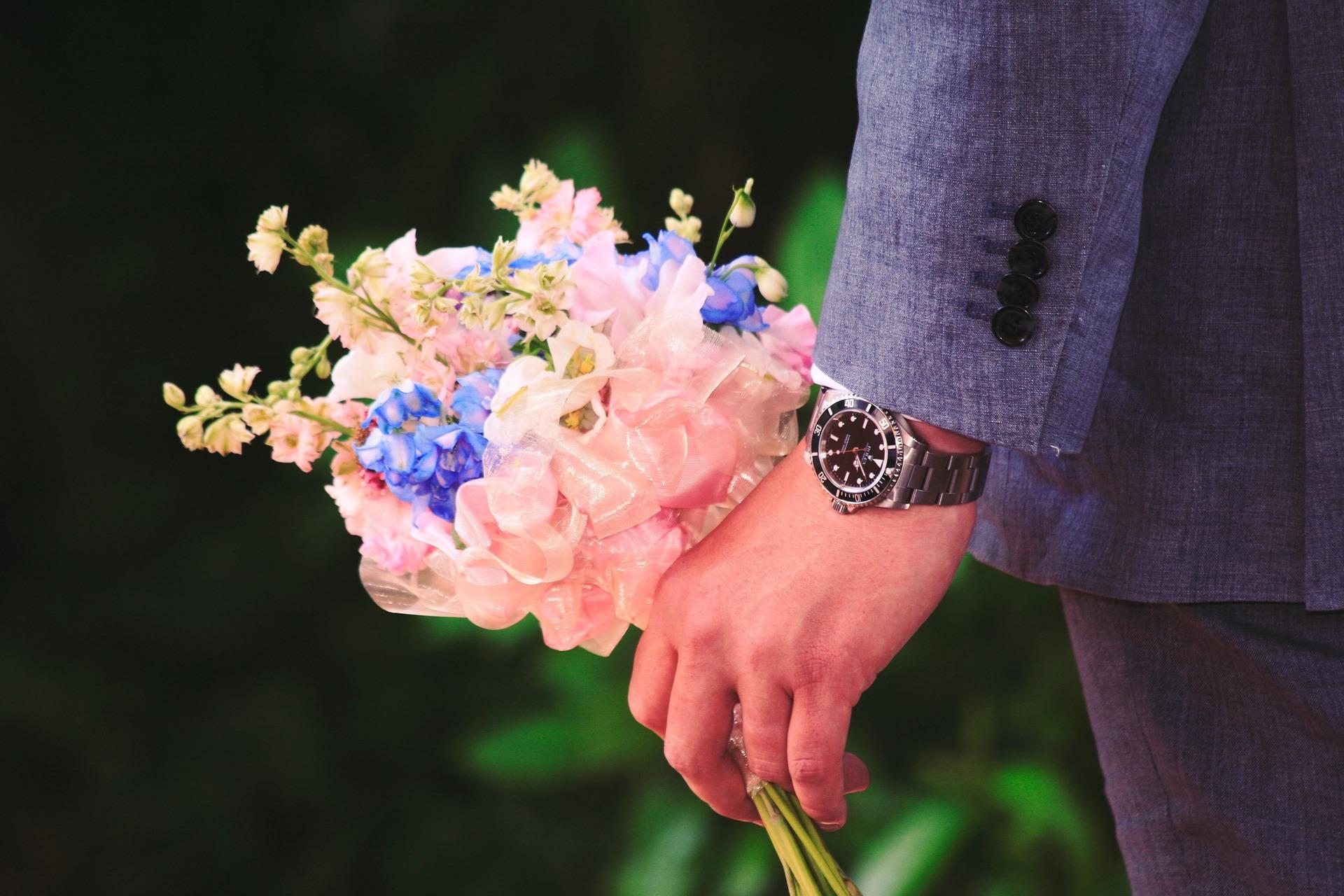 Da li znate kakvu poruku šaljete poklanjanjem cveća?