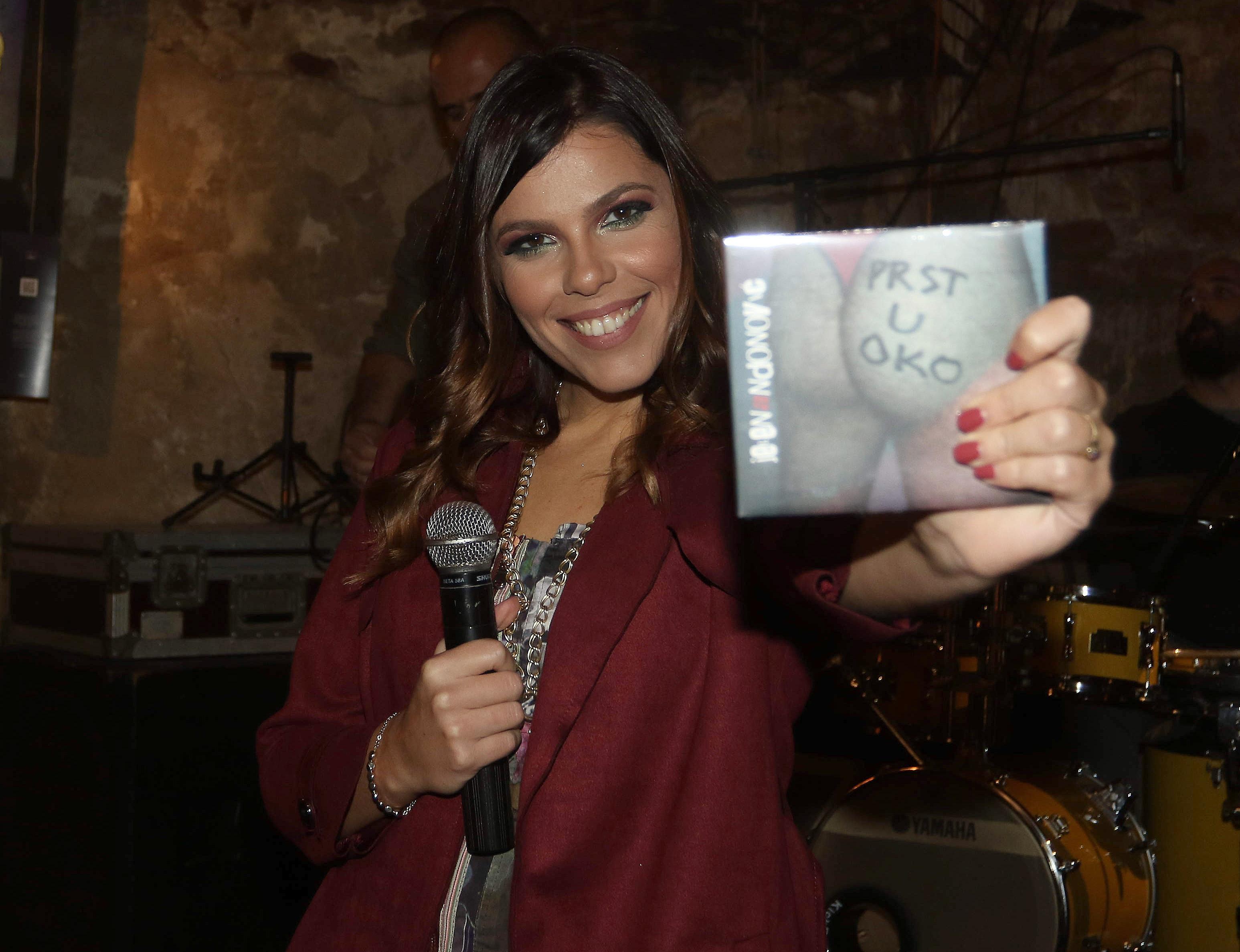 Prst u oko: Jelena Andonović promovisala debi album