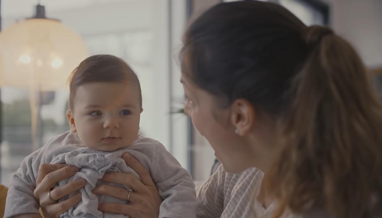 Majčinstvo u reklamama: dobar marketinški potez ili rizik?