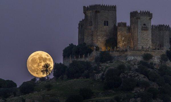 Kult Meseca - od narodne tradicije do astronomije